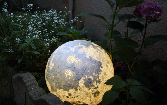 These Realistic Planet and Moon Lamps Will Bring the Space Into Your Room
